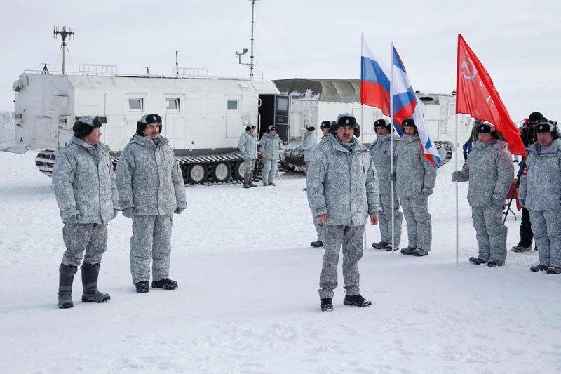 «Подобные учения мы будем проводить ежегодно, в разных районах Арктики, различным составом привлекаемых участников и в разные периоды обучения», - сказал генерал-лейтенант Юнус-Бек Евкуров.