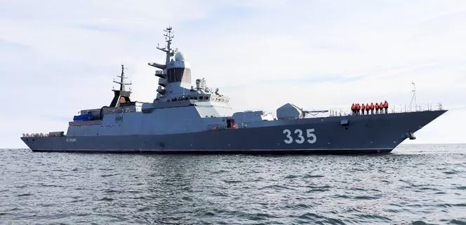 Корвет «Громкий» выполняет задачи длительного плавания вдали от берегов России.