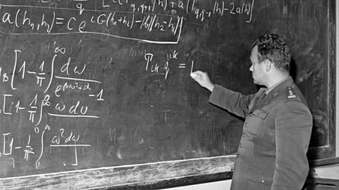 Одним из разработчиков ядерной программы Польши был Сильвестр Калиский.