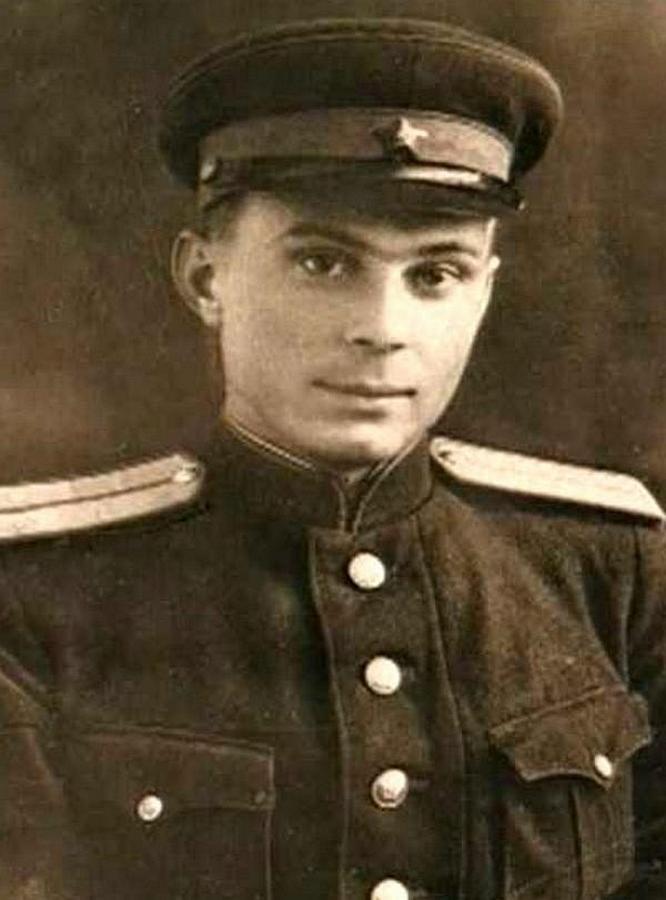 Командир взвода Евгений Матвеев, будущий народный артист.