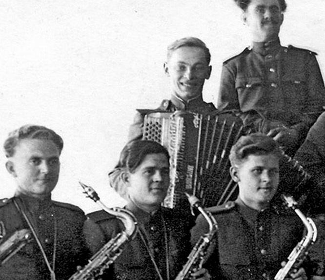 Новым местом службы Зацепина стал «Джаз-Оркестр».