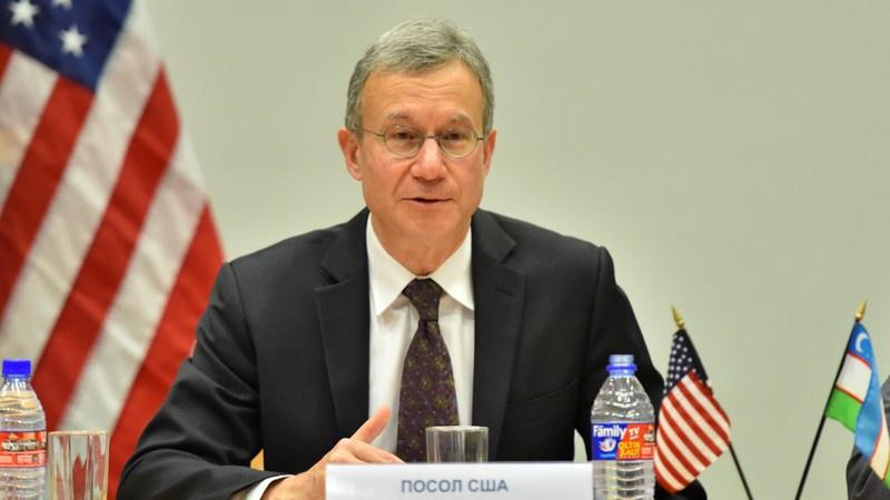 Посол США в Узбекистане Дениел Роземблюм подтвердил стремление Вашингтона навязывать и узбекам американские ценности.