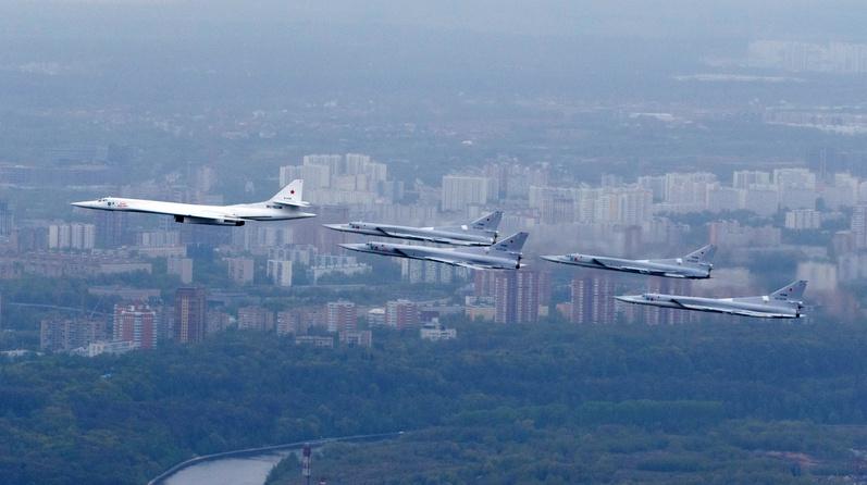 Бомбардировщики Ту-22М3 из авиаполка в Калужской области.