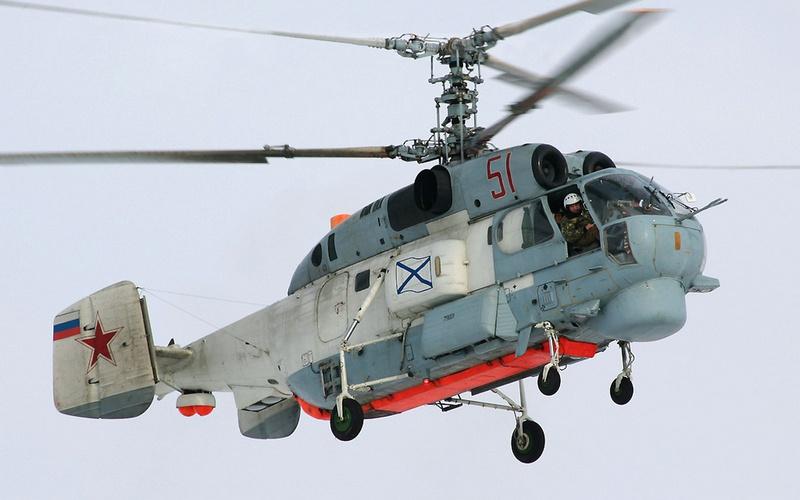 Противолодочный вертолёт Ка-27 над Баренцевым морем.
