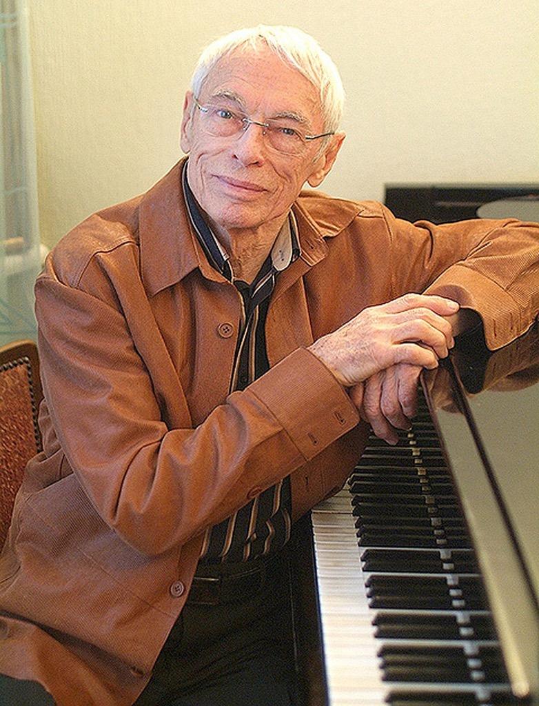 Александр Зацепин - заслуженный деятель искусств России, член-корреспондент Национальной академии кинематографических искусств и наук.