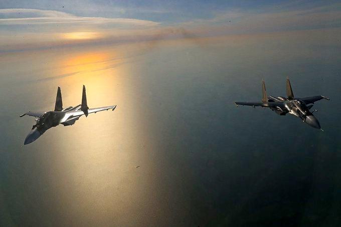 Су-30СМ морской авиации Балтийского флота отработали условное нанесение ударов по надводным целям.