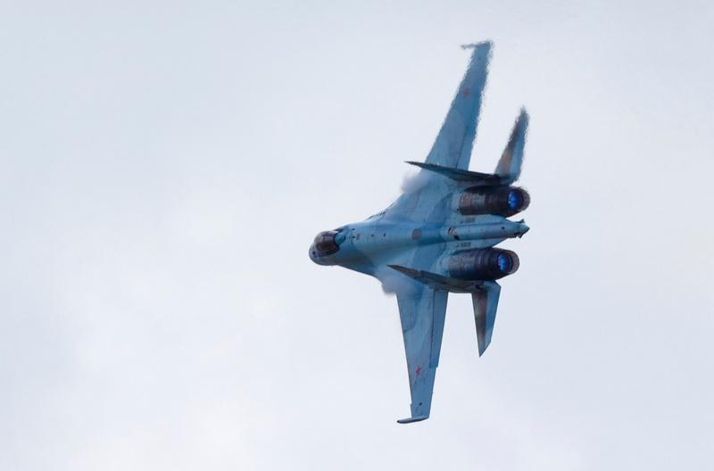 Одиночный пилотаж на самолёте Су-35С.