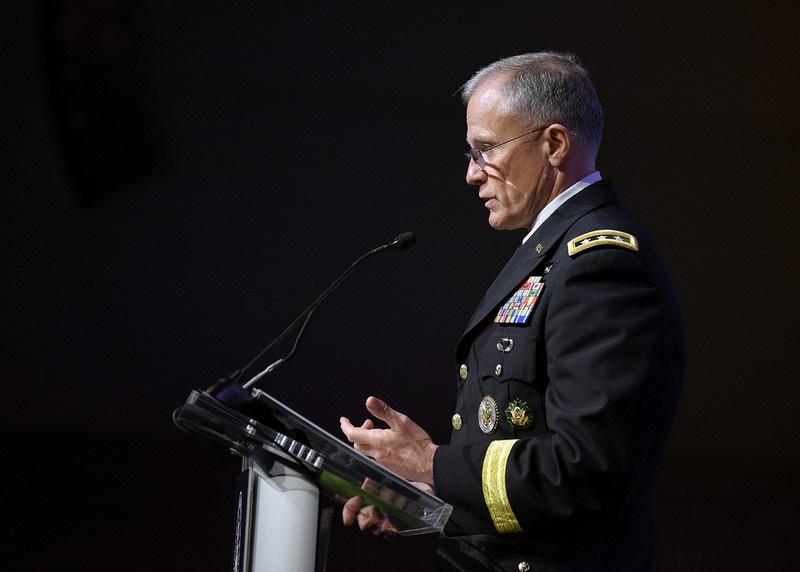 Директор Разведывательного управления Министерства обороны генерал Роберт Эшли.
