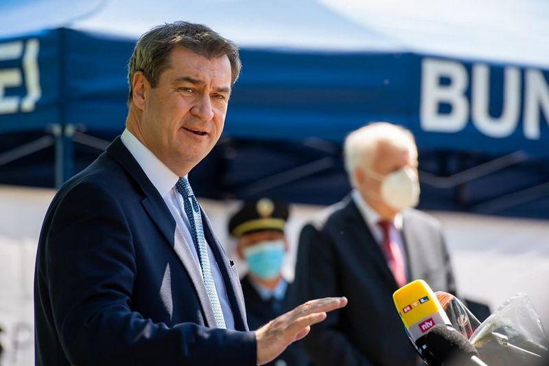 Текущий рейтинг одобрения премьер-министра Баварии Маркуса Зёдера на земельном уровне заоблачный - 94%, а на федеральном уступает только Меркель.