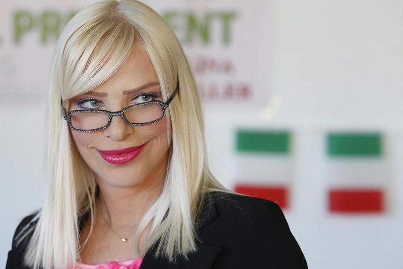 Илона Сталлер - порнозвезда, агент влияния и по совместительству депутат итальянского парламента по прозвищу Чиччолина.