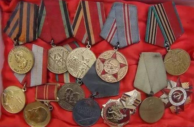 В канун празднования Дня Победы 2018 года Роскомнадзор заблокировал свыше 20 сайтов, через которые продавались ордена и медали Великой Отечественной войны.