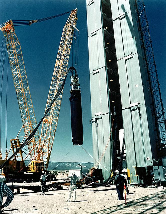 Операция Julin: США проводят своё последнее подземное ядерное испытание под названием Divider. Загрузка заряда.