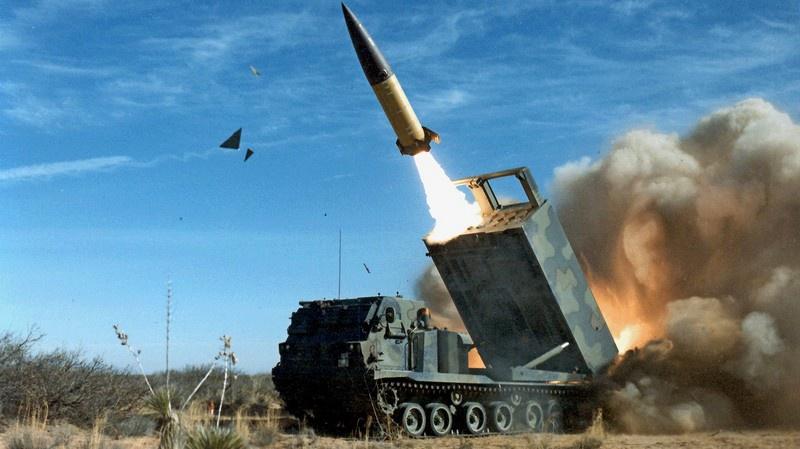 Система залпового огня MGM-140 ATACMS (Army Tactical Missile System).