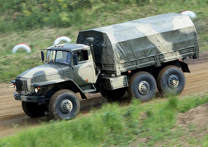 «Урал-4320» последней модификации стали подарком к празднику военным водителям 49-й общевойсковой армии.
