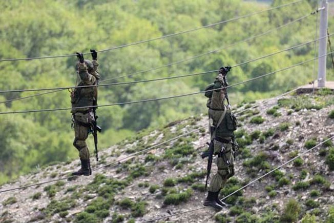Военнослужащих из состава десантно-штурмовых и разведывательных подразделений. способны выполнять боевые задачи в горной местности на высоте более 2000 метров.