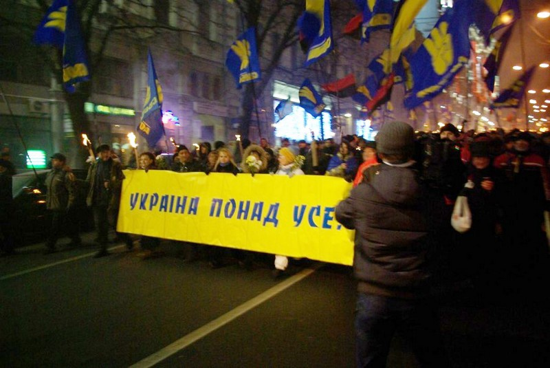 В Киеве и Львове заменили всего лишь одно слово в старом нацистском лозунге, и получилось - «Украина превыше всего!» («Україна понад усе!»).