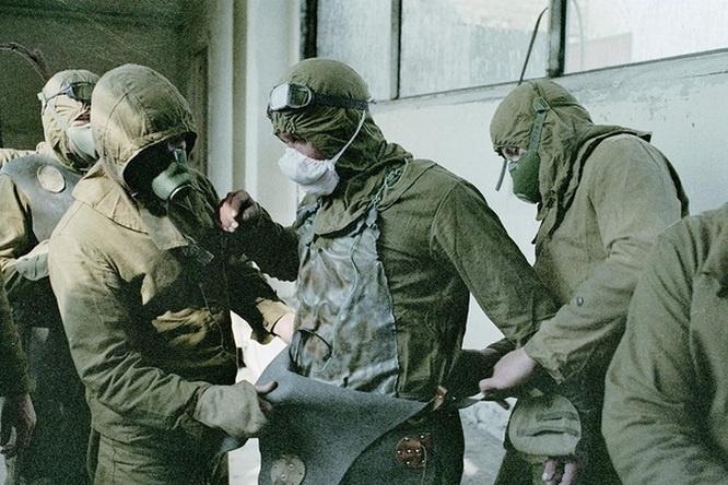 Выпускники и преподаватели академии работали при ликвидации последствий аварии на Чернобыльской АЭС.