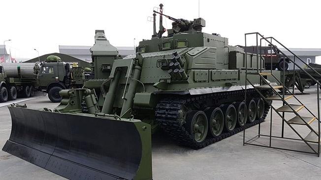 Проходит государственные испытания универсальная бронированная инженерная машина УБИМ.