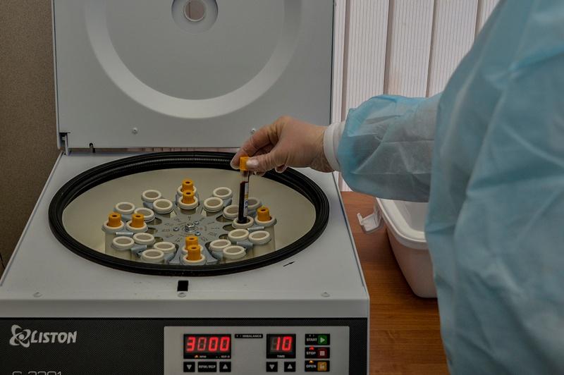 До 1 июня специалисты института завершили доклинические исследования экспериментального образца вакцины.