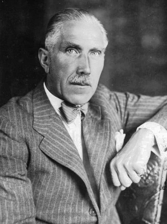 Экс-канцлер фон Папен был одним из вдохновителей оппозиционных Гитлеру групп.