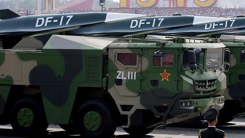 Мобильные гиперзвуковые ракетные комплексы DF-17.