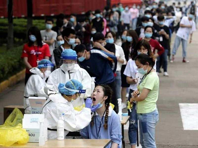 Китайский город Ухань протестировал почти 10 миллионов человек в ходе беспрецедентной 19-дневной кампании по проверке населения целого города.