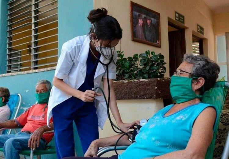В Венесуэле действует 398 центров комплексной диагностики, управляемых кубинским персоналом.