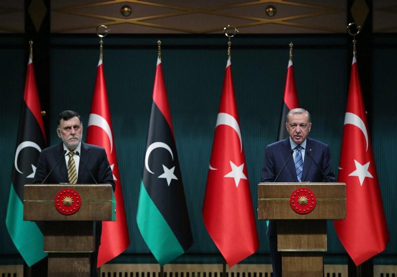 Президент Турции Тайип Эрдоган на совместной пресс-конференции с главой Правительства национального согласия Ливии Фаизом Сарраджем в Анкаре.