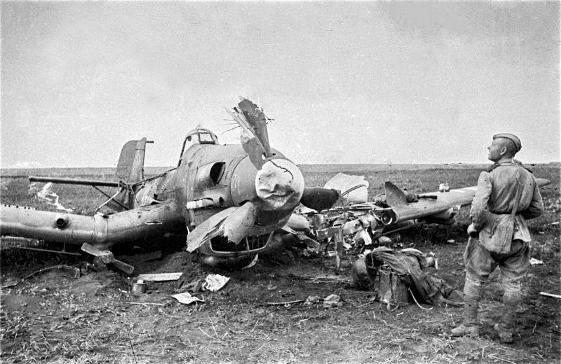 Сбитый бомбардировщик «Юнкерс-87».