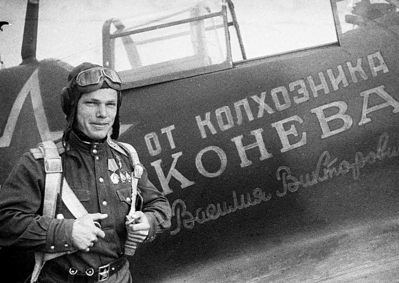 В мае 1944-го Иван Кожедуб получил новый самолёт «Ла-5ФН», именной - построенный на деньги пчеловода Василия Конева.
