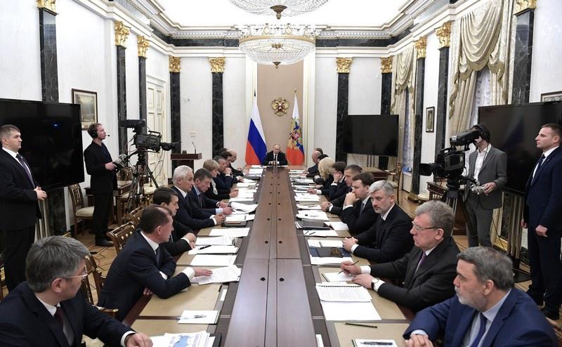 Президент Владимир Путин потребовал не допускать нецелевого расходования средств при закупке техники и оборудования для реализации нацпроектов.