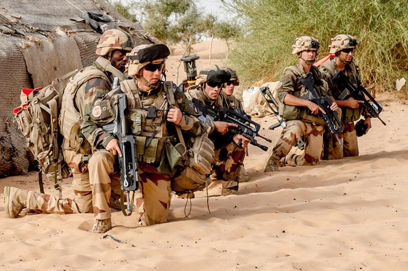 Французская армия с января этого года проводит антитеррористическую операцию «Бархан» в Мали с Сахелем.