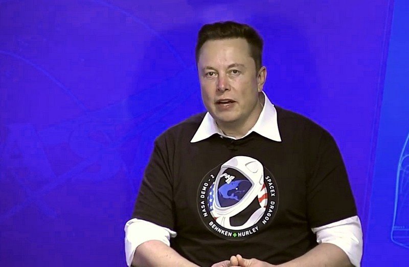 На пресс-конференции по случаю успеха Илон Маск изрёк: «Батут работает!»