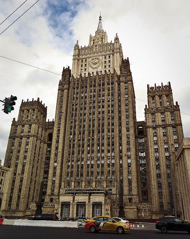МИД РФ назвал недружественным шагом решение Праги объявить персонами нон грата двух российских дипломатов.