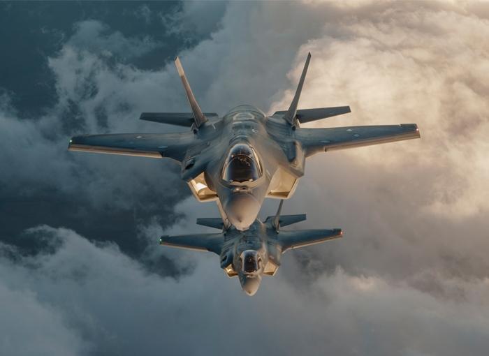 Под новую авиабомбу В-61-12 в Соединённых Штатах разработан, создан и уже используется истребитель-бомбардировщик F-35А, способный нести по две такие авиабомбы.