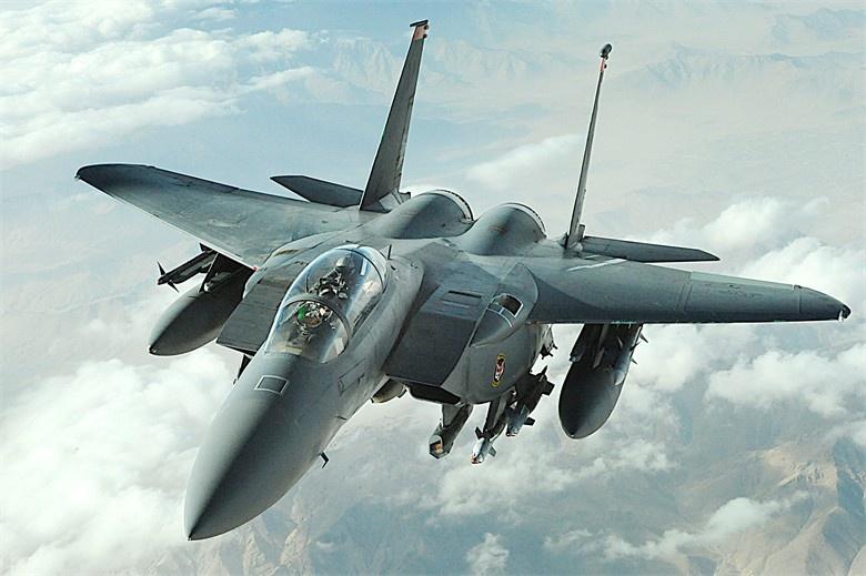 F-15E станет первым истребителем-бомбардировщиком, способным нести ядерные бомбы B61-12.