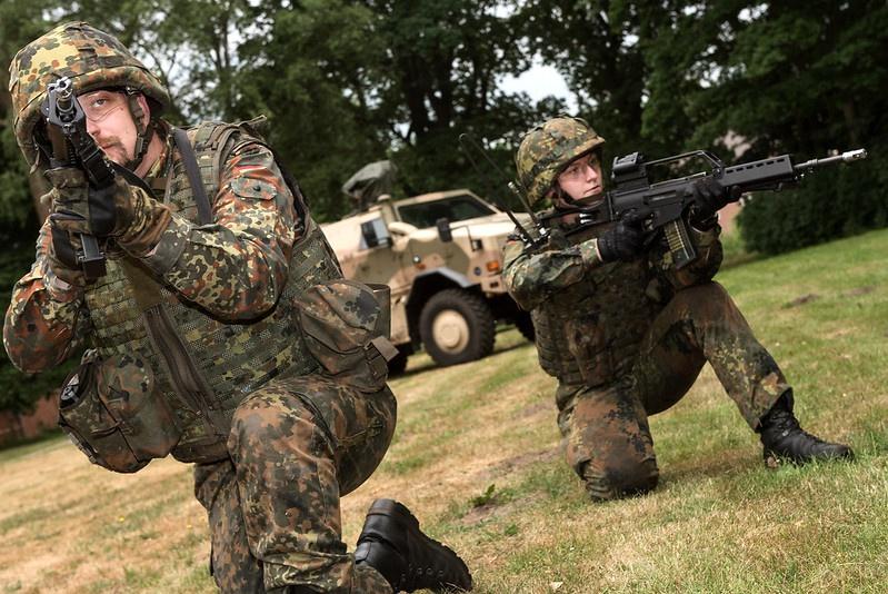 Все девяностые и нулевые годы старая Европа сокращала свои вооружённые контингенты, развивая исключительно компоненту быстрого реагирования.