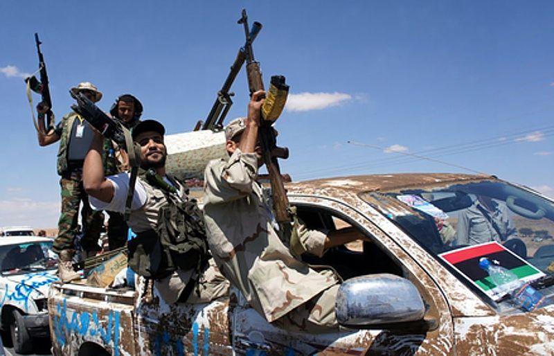 Некоторые криминальные и исламистские группировки начали исполнять функции правоохранителей и спецслужб.