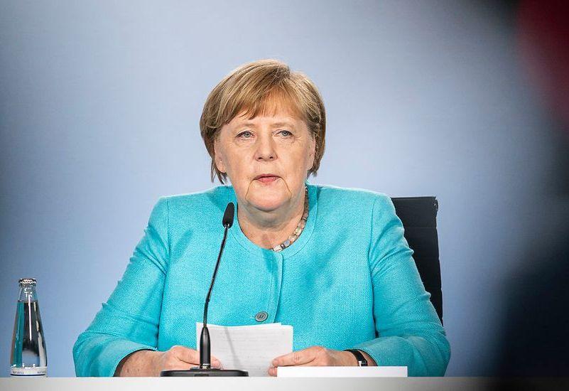 Меркель регулярно заявляла, что газопровод - чисто экономический проект в интересах германского и европейского бизнеса.