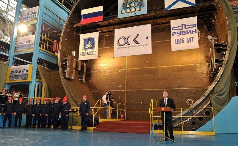Владимир Путин на церемонии закладки атомного подводного крейсера «Князь Владимир» на верфи завода «Севмаш».