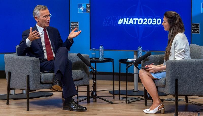 Отвечая на вопрос об отношениях с Россией, генсек напомнил о так называемом «двухколейном» подходе к контактам с Москвой.