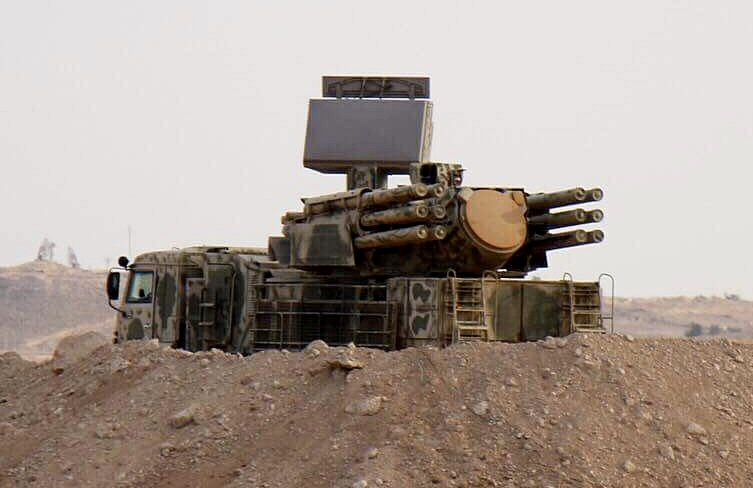 Беспилотники всегда находятся почти вертикально над «Панцирем», т.е. в «мёртвой зоне», где их не способна увидеть станция кругового обзора или станция наведения ракет.