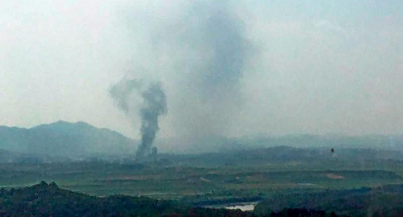 Пхеньян взорвал офис связи в приграничном городе Кэсон.