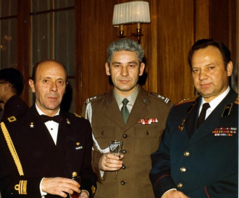 Полковник В. Стрельбицкий (справа) с военными атташе Италии и Польши.