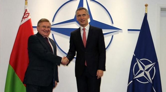 Посол Беларуси в Бельгии, Постоянный представитель при ЕС и НАТО А.Михневич и генсек НАТО Йенс Столтенберг.