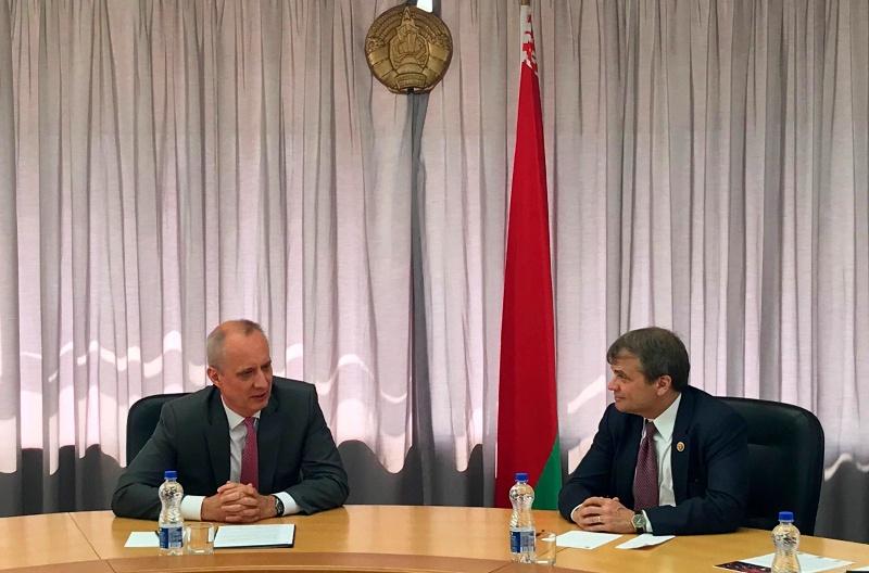 Замминистра иностранных дел РБ Андрей Дапкюнас и член Палаты представителей Конгресса США от штата Иллинойс Майкл Куигли.