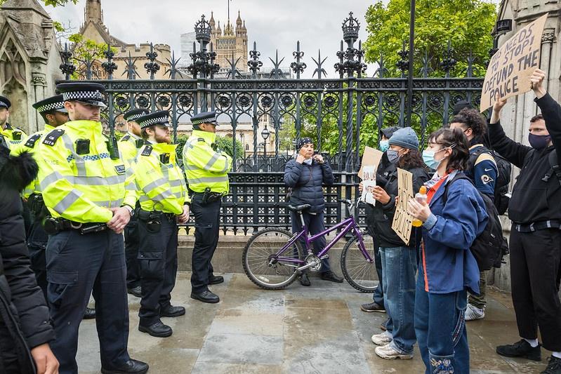 Организаторам хайпа в Америке самой Америки мало. Они организовали аналогичные «антирасистские» выступления в Европе. Протестующие в Лондоне у резиденции премьер-министра.