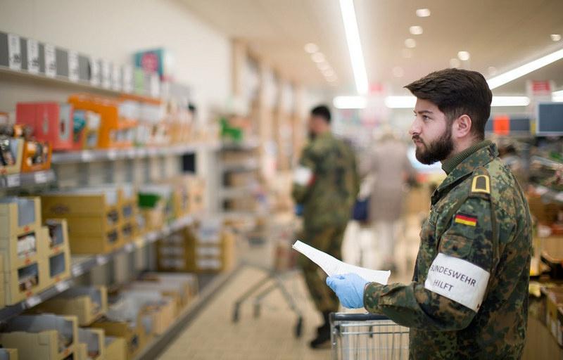 После начала эпидемии бундесвер создал сводный отряд из 15.000 военнослужащих для оказания первой помощи гражданскому населению.