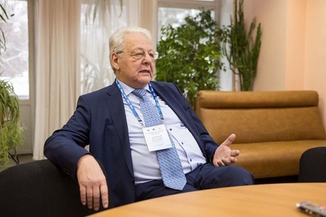 Один из ведущих российских атомщиков Владимир Асмолов был откомандирован как представитель «Росэнергоатома» для помощи японским коллегам.