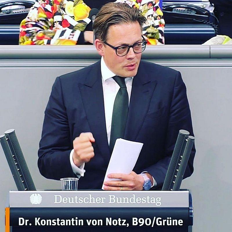 Вице-шеф партии «зелёных» Константин фон Нотц пожурил министерство внутренних дел за то, что, мол, негоже нагнетать страх перед терроризмом.